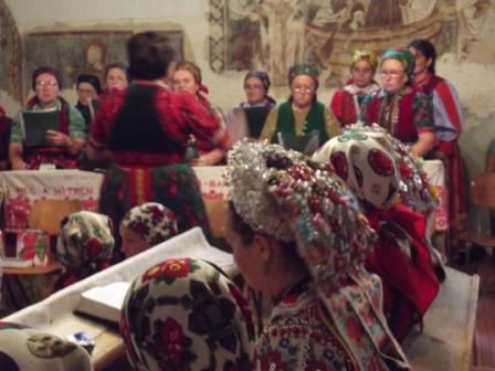 Magyarvistai asszonyok a templomban